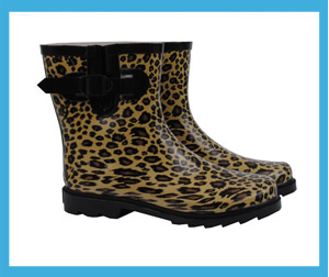 But just because leopard wedges function particularly well with the sleek appearance of dresses doesn't mean they don't look just as fashionable with flared and boot cut jeans. Add a tank top or short sleeve V-neck for a casual yet chic look that will have heads turning everywhere you go.